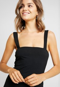 Missguided - SQUARE NECK STRAPPY DRESS - Etuikjole - black - 5