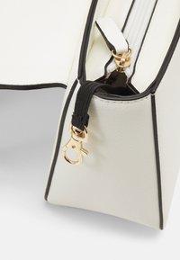 L.CREDI - GERALDA - Across body bag - white - 3