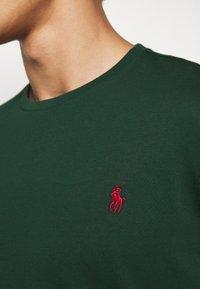 Polo Ralph Lauren - Langærmede T-shirts - college green - 5