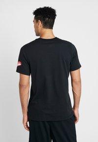 Nike Performance - KYRIE IRVING DRY TEE LOGO - Print T-shirt - black - 2