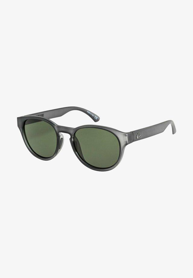 Sunglasses - matte crystal smoke/green