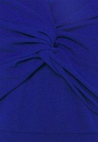WAL G. - JORDYN OFF THE SHOULDER MIDI DRESS - Vestido de cóctel - electric blue - 6