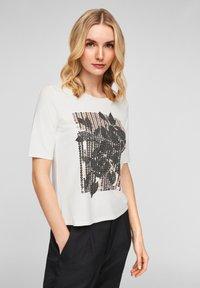 s.Oliver BLACK LABEL - MIT PAILLETTEN - Print T-shirt - off-white - 2