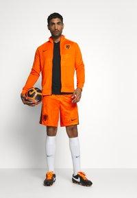 Nike Performance - NIEDERLANDE SHORT - Träningsshorts - safety orange/black - 1