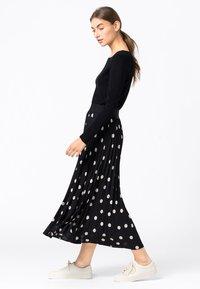 HALLHUBER - Pleated skirt - schwarz - 1