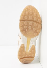 MICHAEL Michael Kors - HERO TRAINER - Tenisky - cream - 4