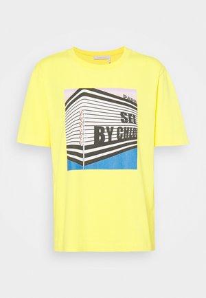 T-shirt print - daffodil yellow