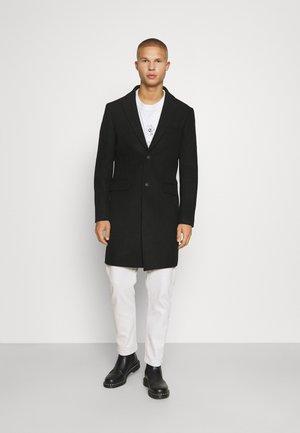 NOTCH - Klasyczny płaszcz - black