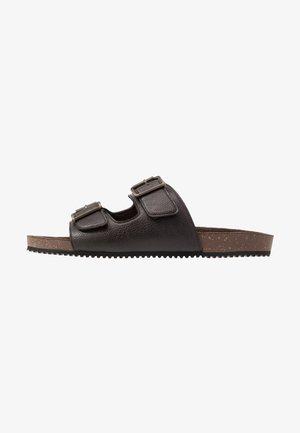 FLOYD  - Domácí obuv - brown