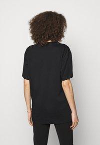 MOSCHINO - Print T-shirt - black - 2