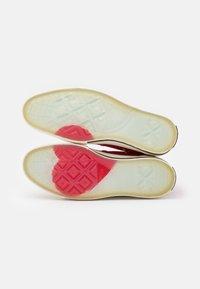 Converse - CHUCK 70 UNISEX - Sneakers hoog - university red/egret/black - 5