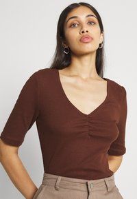 Vila - VIFELIA - Basic T-shirt - chocolate fondant - 3