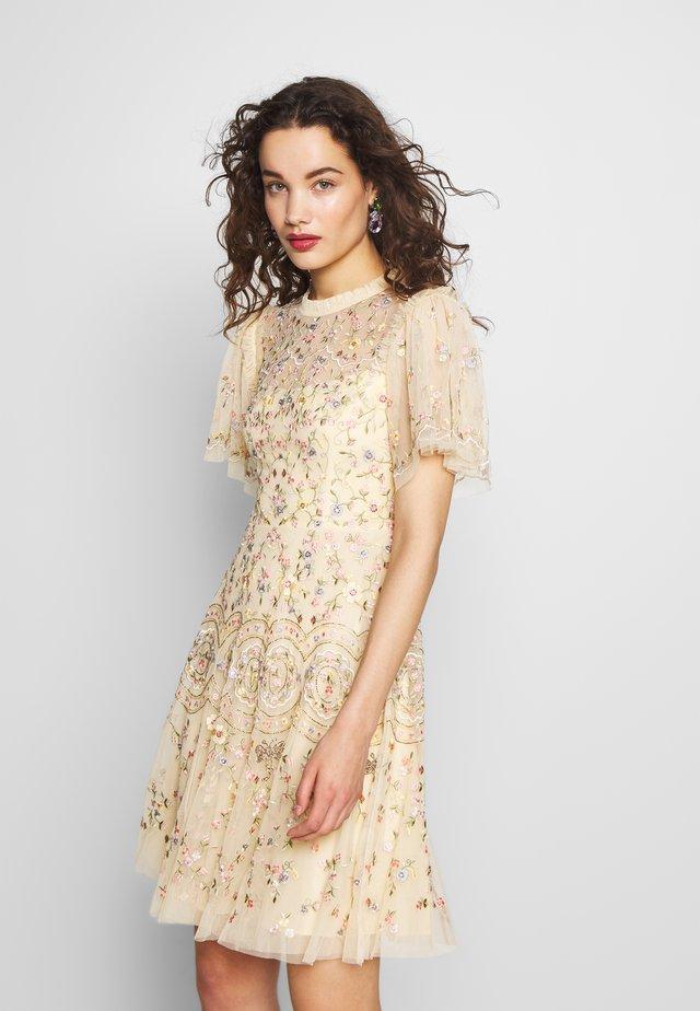 SWEET PETAL SHORT SLEEVE DRESS - Koktejlové šaty/ šaty na párty - yellow