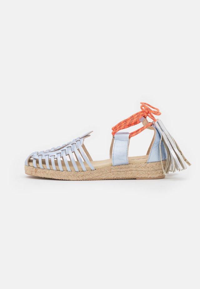 GLADIOLA - Loafers - azul/naranja