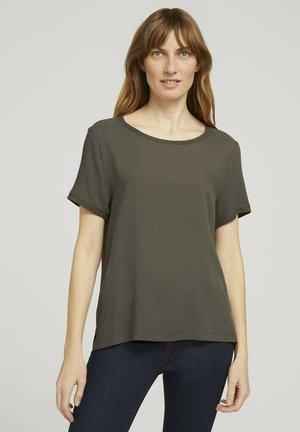 T-shirts basic - grape leaf green