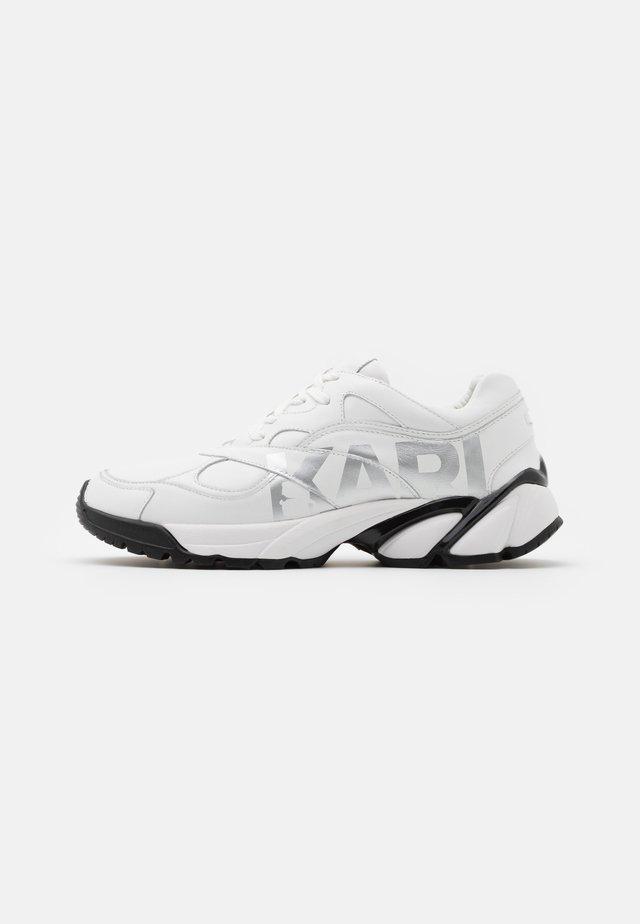 VOLT LOGO LO LACE - Trainers - white/silver
