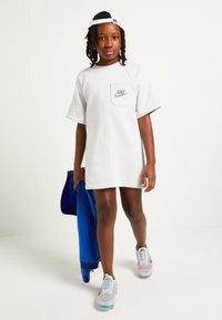 Nike Sportswear - Vestito estivo - light grey - 1