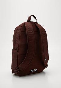 Nike Sportswear - UNISEX ELEMENTAL - Rucksack - earth/pale ivory - 1