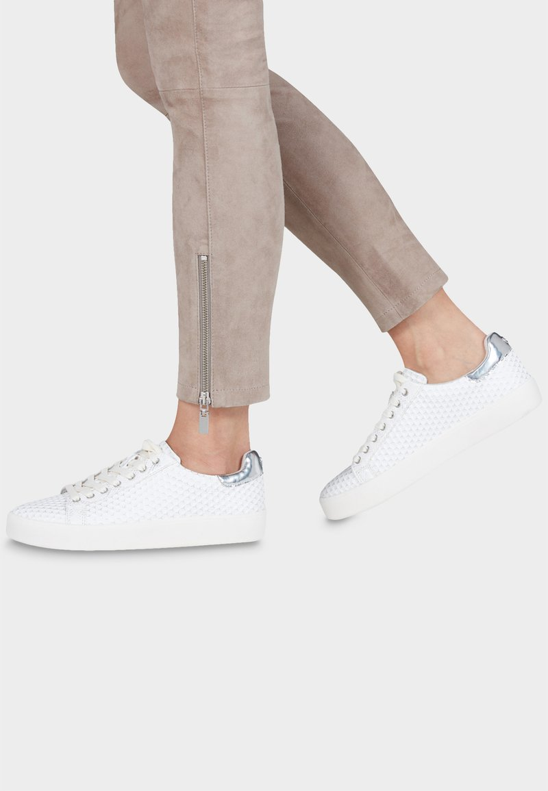 Tamaris - LACE-UP - Trainers - offwhite