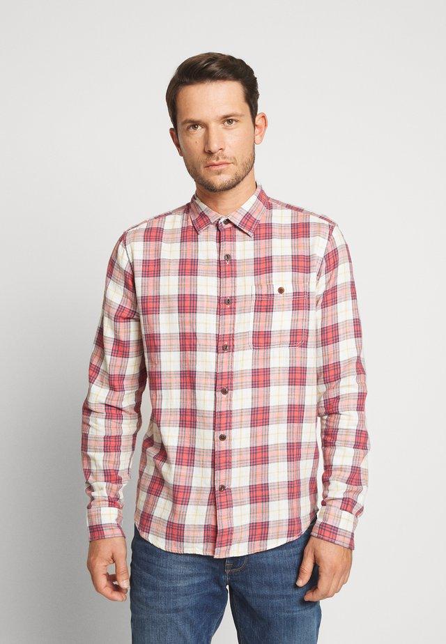 SLUB TWILL UNTUCKED - Shirt - red