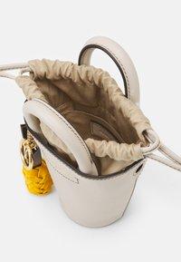 See by Chloé - SHOULDER BAGS - Kabelka - cement beige - 2