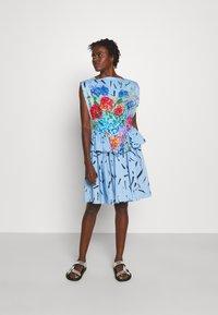 Christopher Kane - FLORAL CUPCAKE MINI DRESS - Vestito elegante - blue - 1