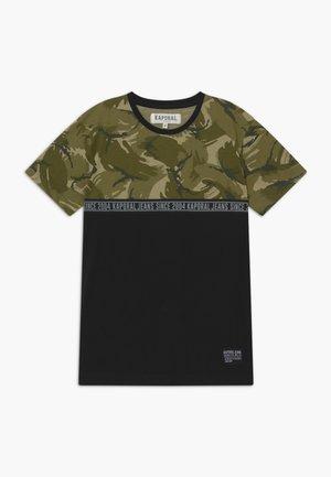 ODONI - T-Shirt print - khaki