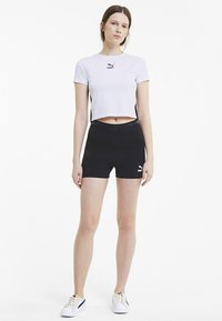 Puma - CLASSICS TIGHT CROPPED - T-Shirt print - white - 1