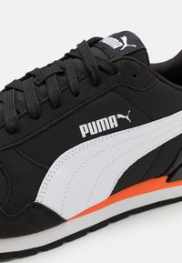 Puma - ST RUNNER V2 NL UNISEX - Trainers - black/white/dragon fire - 5