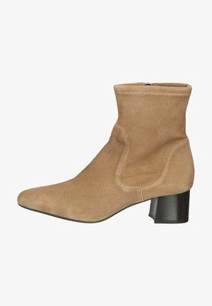 Korte laarzen - almond suede