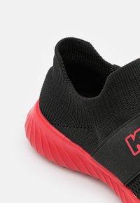 Kappa - PEC UNISEX - Chaussures d'entraînement et de fitness - black/red - 5