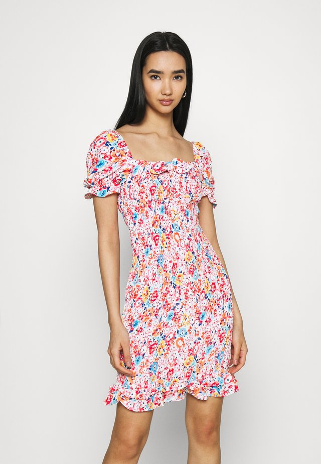 SMOCKED BODY MINI DRESS WITH RUFFLE HEM - Robe fourreau - pink
