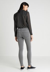 Vero Moda - VMJULIA FLEX IT - Jeans Skinny - light grey denim - 2