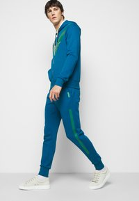 Paul Smith - GENTS PRINTED SIDE STRIPE JOGGER - Tracksuit bottoms - green - 3