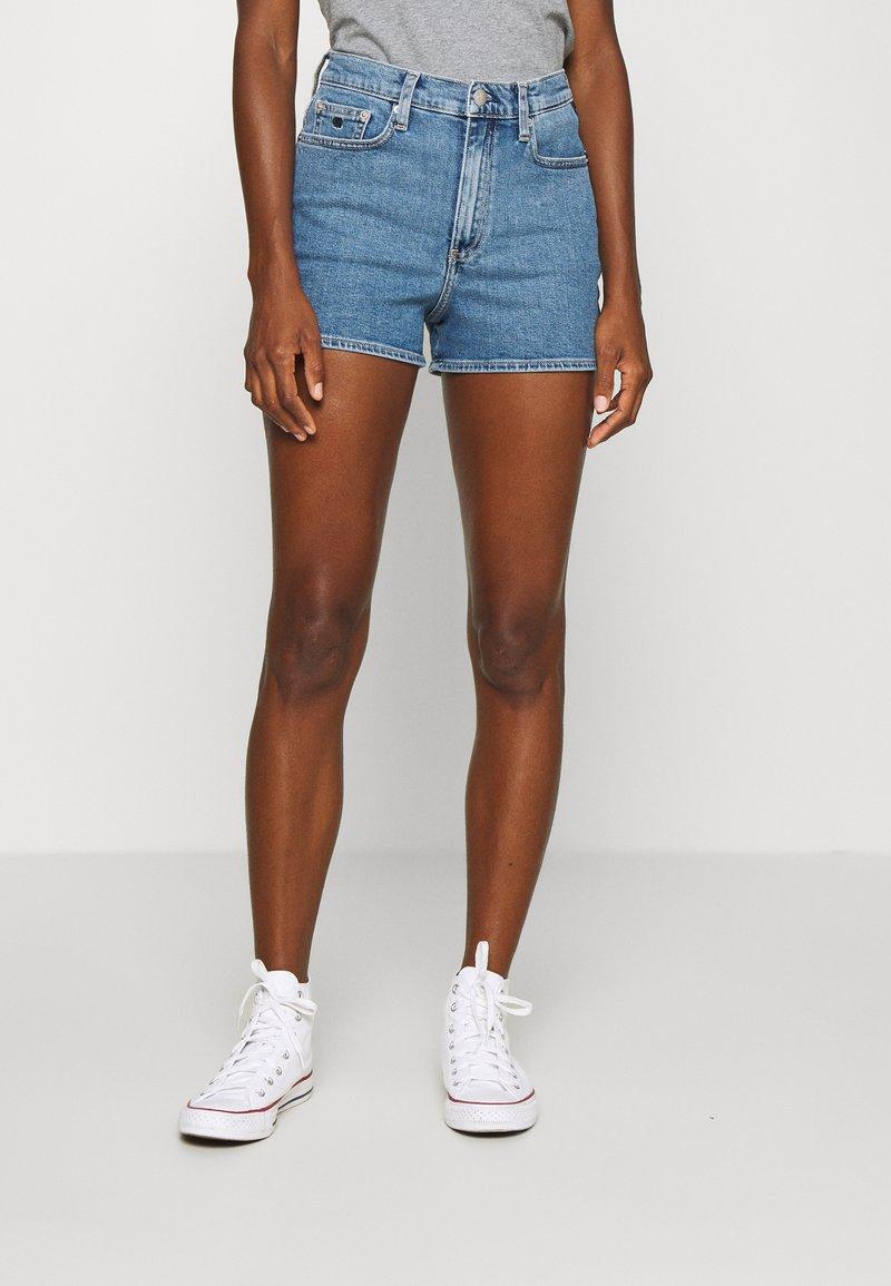 Calvin Klein Jeans - HIGH RISE  - Farkkushortsit - light blue