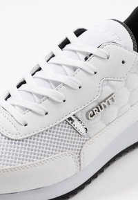 Cruyff - RIPPLE RUNNER - Trainers - white/black - 5