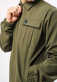 Ed Hardy - URBAN-TIGER NYLON POLY STRETCH SHACKET - Summer jacket - khaki - 3