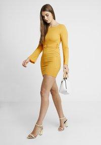 Missguided - O RING BELTED DRESS - Farkkumekko - mustard - 2