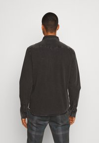 AllSaints - BASSETT SHIRT - Shirt - washed black - 2