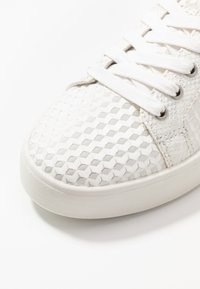 Tamaris - LACE-UP - Trainers - offwhite - 2