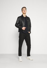 Pier One - Basic T-shirt - black - 1