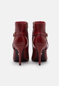 Tamaris Heart & Sole - BOOTS - Kotníková obuv na vysokém podpatku - ruby - 3
