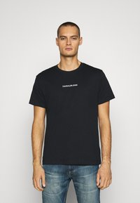 Calvin Klein Jeans - BACK INSTITUTIONAL TEE - Printtipaita - black - 0