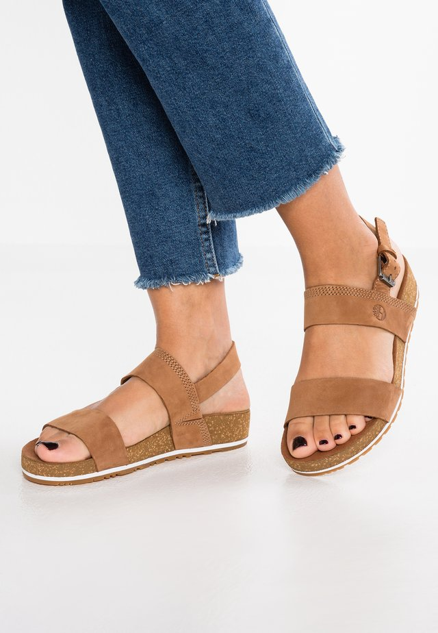 MALIBU WAVES BANDS - Platform sandals - saddle