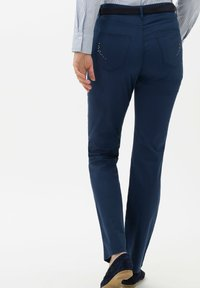 BRAX - STYLE CAROLA - Pantalon classique - indigo - 2