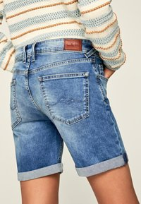 Pepe Jeans - Szorty jeansowe - blue denim - 4
