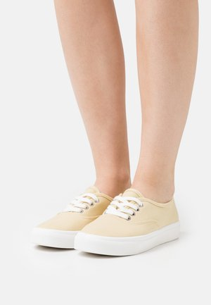 VEGAN JAMIE LACE UP PLIMSOLL - Trainers - lemon