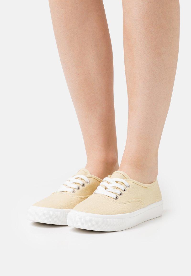 Rubi Shoes by Cotton On - VEGAN JAMIE LACE UP PLIMSOLL - Sneakersy niskie - lemon