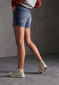 Superdry - Szorty jeansowe - mid indigo vintage - 2