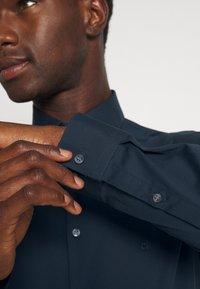 Calvin Klein Tailored - STRETCH SLIM  - Formal shirt - navy - 5